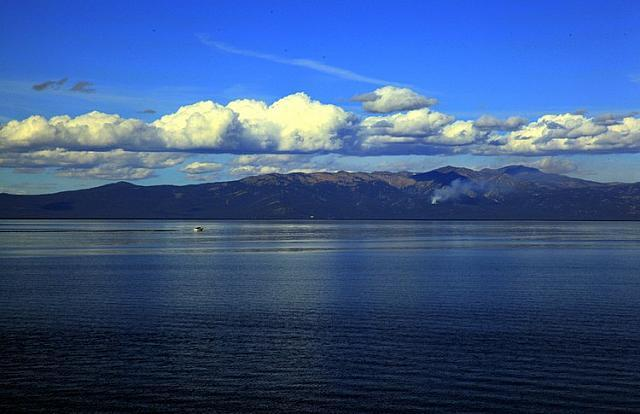 Beautiful and quiet Lake Tahoe (15).jpg